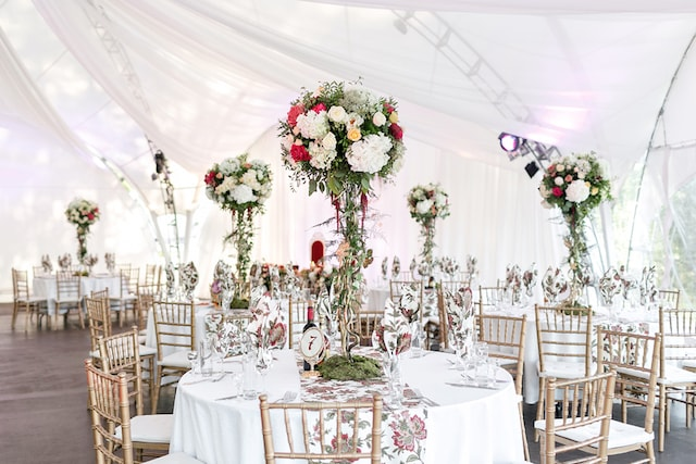 10 Ways To Decorate Marquees For A Wedding